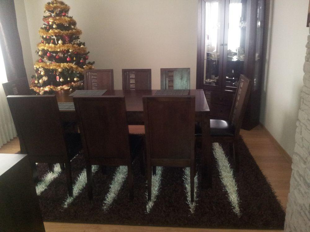 Aranżacja Dywan Paski na czekoladowym tle
